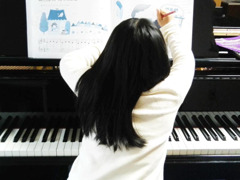 豊中市服部豊町のピアノ教室|楽譜に書く生徒